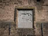 De Romeinse gevelsteen in Dodewaard is geen echte. Het origineel staat in Leiden