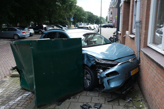 Omstreeks 10.15 uur vanmorgen is de brandweer uitgerukt naar de Badhuiskade in Den Haag waar een ongeval heeft plaatsgevonden tussen twee auto's.