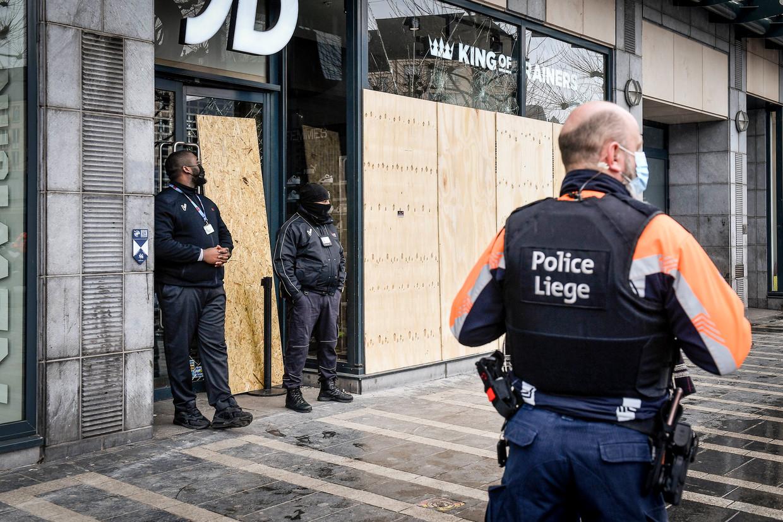 Vele winkelruiten sneuvelden in Luik. Beeld Photo News