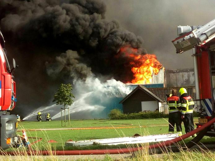 De grote brand vorig jaar bij de 'oude' Knorhof. 20.000 varkens kwamen daar om.
