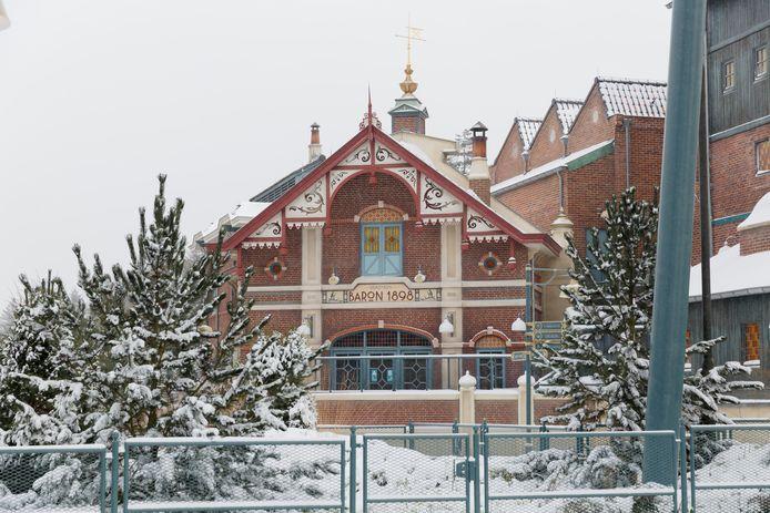 De omgeving van Baron 1898 is ook omgetoverd tot een winters landschap.