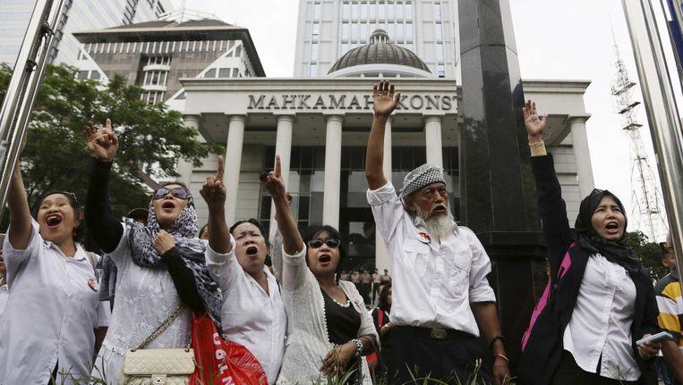 Supporters van de verliezende Indonesische presidentskandidaat Prabowo protesteren voor het Gerechtshof in Jakarta. Beeld ap