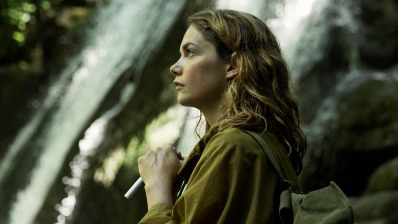 Alice keert terug op de boerderij van haar overleden vader. Beeld