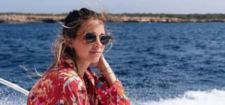 Ellen Hoog geniet op Ibiza, Naomi van As doucht op de boot