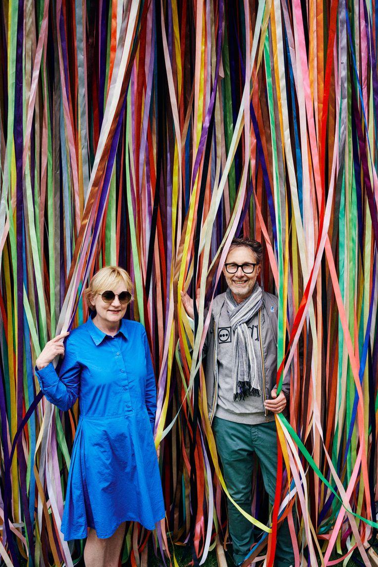 Curatoren Hilde Teerlinck en Patrick Ronse tussen de kleurrijke linten van Jacob Dahlgren. Beeld Thomas Sweertvaegher
