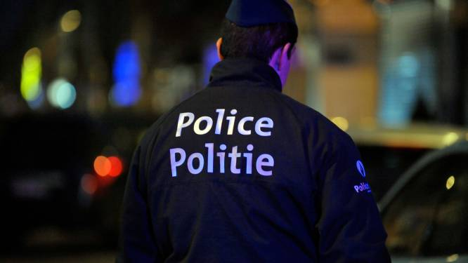 Onbekende slaat agent met straattegel in Molenbeek