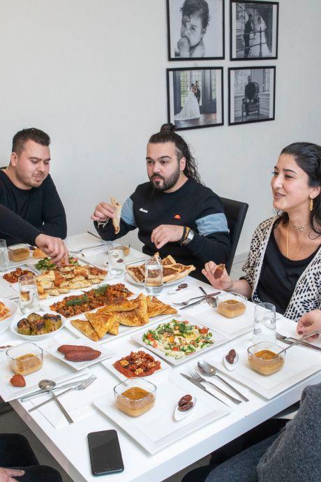 Ramadan in coronatijd: 'Deze maand draait juist om verbondenheid. Het doet me pijn dat dat nu zo moeilijk kan'