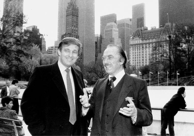 Eén van de weinige genoegens die mijn grootvader kende, afgezien van geld verdienen, was het vernederen van anderen. Ook bij Donald draait het allemaal om wreedheid.' (Foto: Donald Trump en zijn vader, Fred Trump.) Beeld