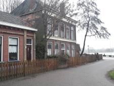 Wie wil horeca maken in deze verwaarloosde panden op prachtplek in Kampen?