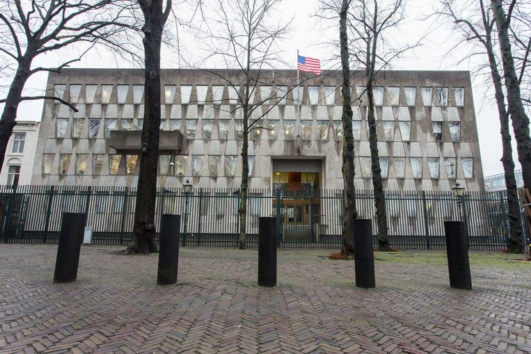 De Amerikaanse ambassade waarin het Eschermuseum zou worden gevestigd. Inmiddels zijn de vlag en het hoge hek verdwenen. Beeld Hollandse Hoogte / Novum RegioFoto