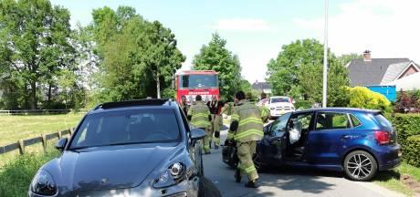 Auto's botsen frontaal bij Harskamp, een inzittende gewond