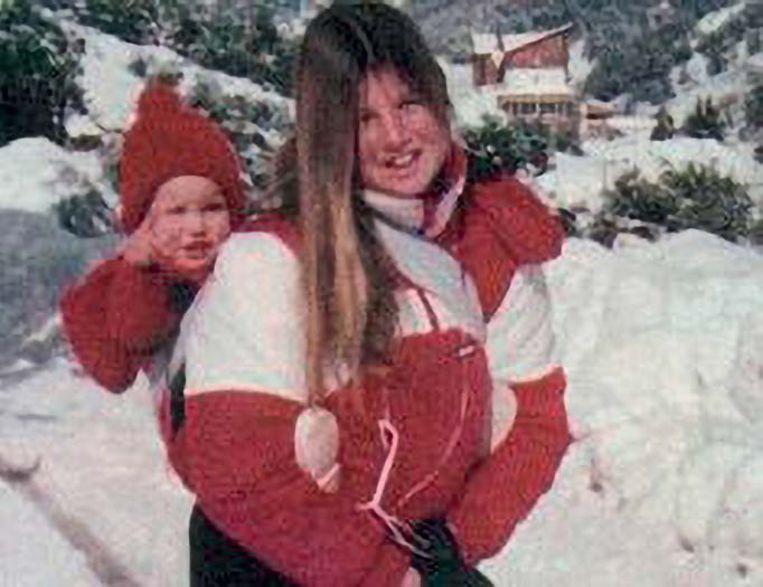 Met zusje Inés, 1986.  Uit Máxima Zorreguieta, Moederland. Beeld