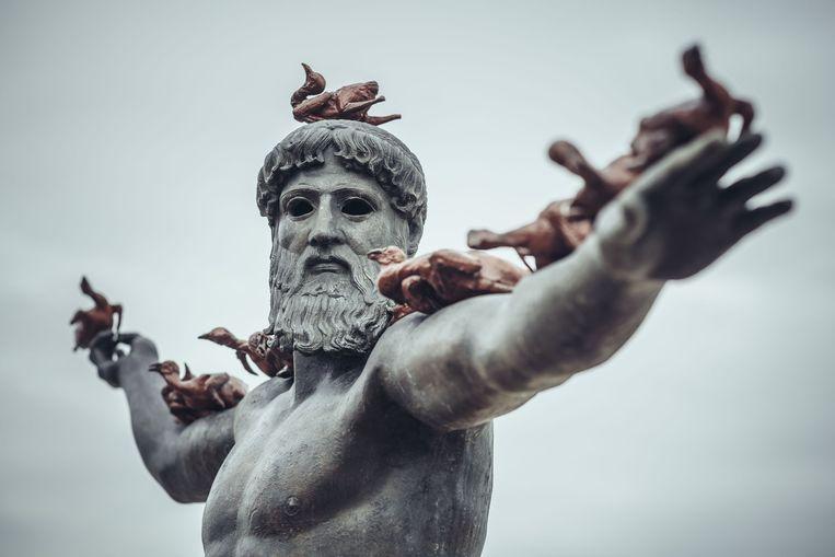 De Chinese kunstenaar Xu Zhen combineert in zijn werk 'Poseidon' Griekse en Chinese mythologie. Beeld Westtoer/Jimmy Kets