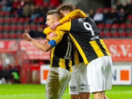 Vitesse beëindigt aan de hand van Linssen crisis met zege bij Twente