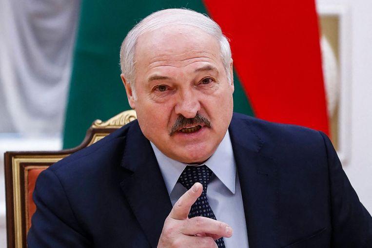 Het Wit-Russische regime wordt vanaf de eeuwwisseling aan een vrijwel ononderbroken sanctiebeleid onderworpen. President Aleksandr Loekasjenko trekt zich er weinig van aan.  Beeld AFP