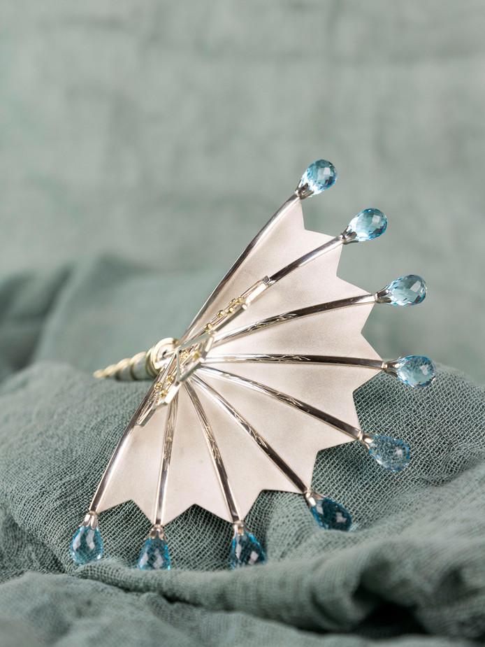 Zilveren haarpin ontworpen door zilversmid Noud van Kaam uit Steenbergen, te zien op Voorbij IJdelheid Markiezenhof