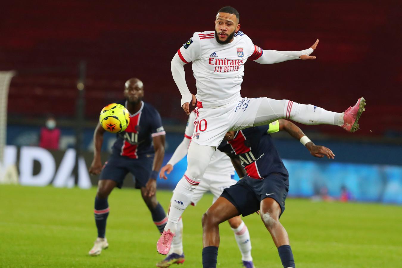 Memphis Depay in actie tegen Paris Saint-Germain op 13 december.