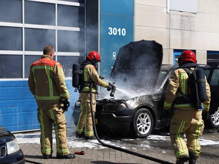BMW in brand gevlogen op Ekkersrijt in Son