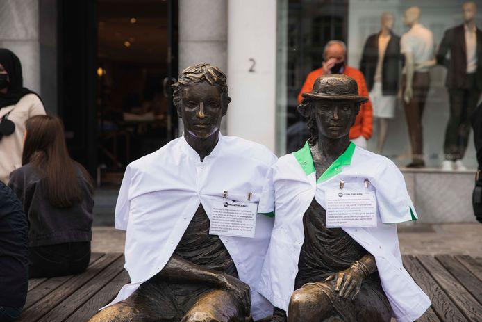 Ook Hendrik & Katrien zijn erbij, en vieren de Dag van de Verpleging.