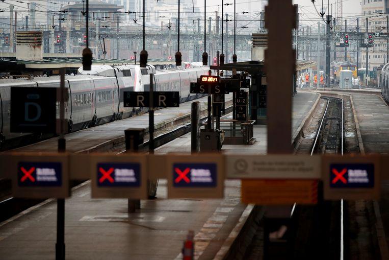 Lege perrons in het Gare de Lyon-treinstation. Beeld REUTERS