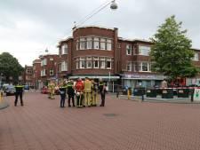 Vlierboomstraat in Den Haag afgezet door politie, ook veel brandweer op de been