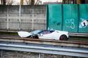 De Lamborghini raakte flink beschadigd bij de botsing tegen de vangrail.