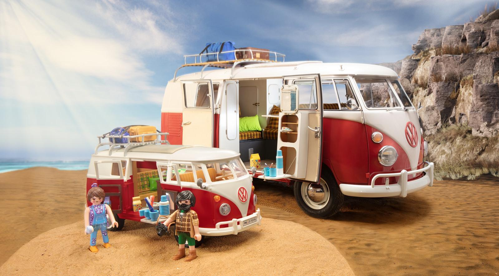 Het origineel én de miniatuurversie van de VW T1 Camperbus.