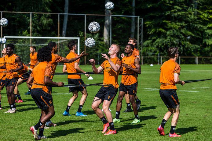 Vincent Schippers (midden) tijdens de training.