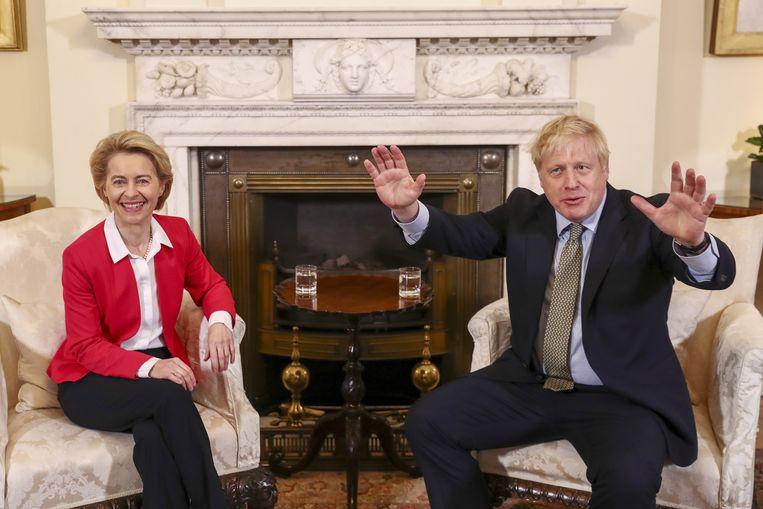 De president van de Europese Commissie Ursula von der Leyen en de Britse premier Boris Johnson in Londen. Beeld EPA