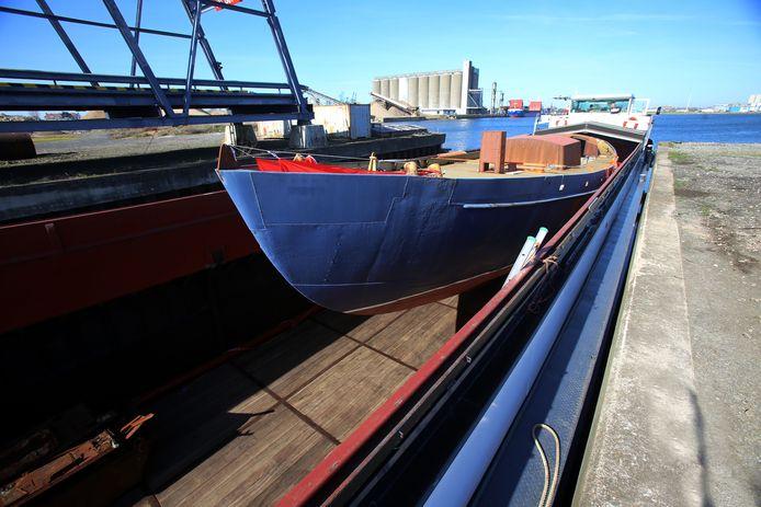 De Askoy II wordt gerestaureerd in Zeebrugge