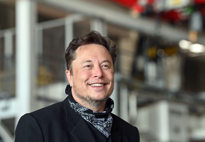 Elon Musk a présenté jeudi un projet de robot humanoïde métallique.