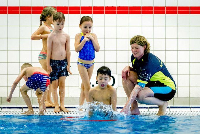 Oud-Olympiër Pieter van den Hoogenband: 'zwemlessen zijn ouderwets en moeten weer leuk worden.'