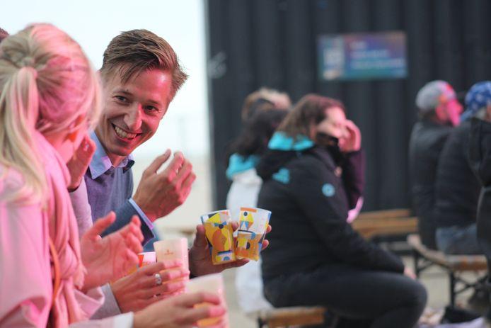 Regi trapte z'n zomertournee af op het strand van Zeebrugge en bracht Camille, Olivia en Jaap Reesema mee