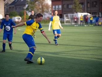 """G-voetballers van Schelle Sport vieren jubileum met oefenmatch tegen het SK Muggenberg van Erik Van Looy: """"Hij kan goed voetballen, ja. Maar ik ben beter"""""""