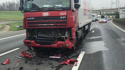 Zware hinder op E313 en Antwerpse ring door ongevallen met vrachtwagens