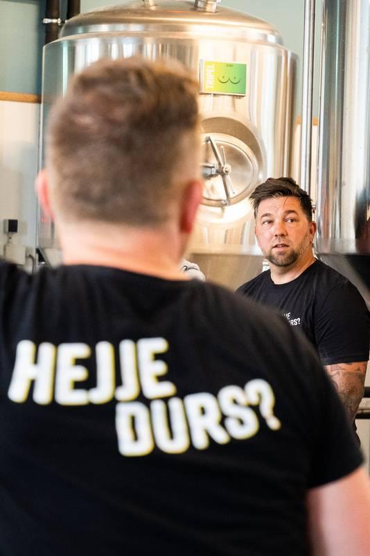 Theo Jansen maakt zij. eigen biertje de dikke prins bij brouwerij Durs in Arnhem