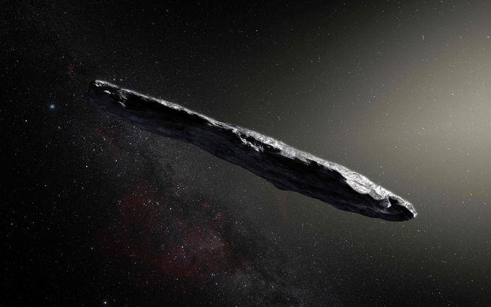 """Repéré par le télescope Pan-STARRS1 à Hawaï, Oumuamua - qui signifie """"messager"""" en hawaïen - mesurait 400 mètres de longueur et 40 mètres de largeur. Sa vitesse était si élevée qu'il ne pouvait provenir que d'une étoile distante: c'était le premier objet détecté venant d'un autre système stellaire."""