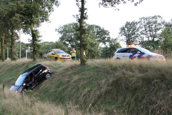De achtervolging eindigde in een sloot bij Holten.