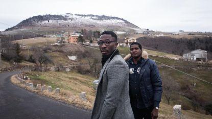 """Dit afgelegen Italiaanse bergdorp met amper negen inwoners kreeg 50 asielzoekers: """"Dit is voor niemand goed"""""""