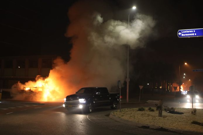 Een brandende caravan in Wekerom