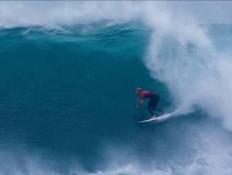 Kijk hoe surfer perfecte rit maakt bij start competitie