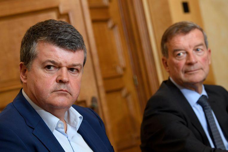 Minister Bart Somers (Open Vld) en Bilzens burgemeester Johan Sauwens (Trots op Bilzen). Beeld Photo News