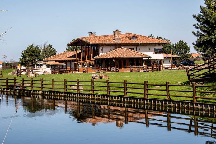 De ranch van Jan Olsthoorn aan de Galgeweg in Naaldwijk.
