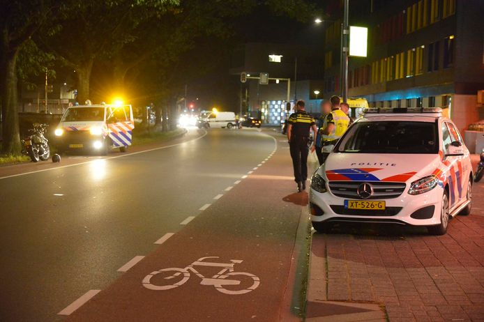 Botsing tussen auto en motor in Breda