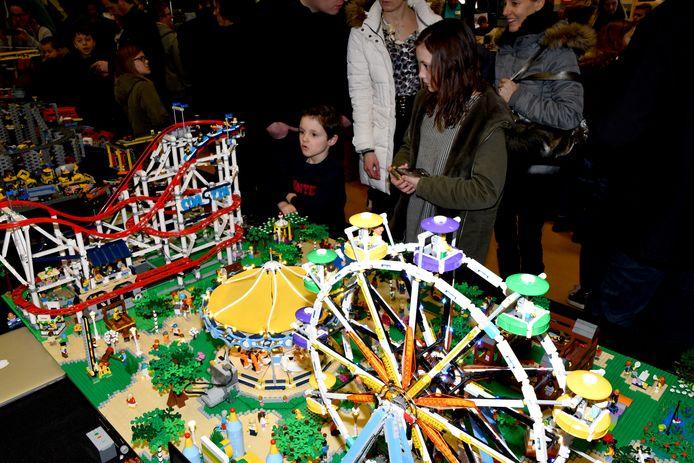 Publiekstrekker was de Lego-kermis met een rad en een achtbaan.