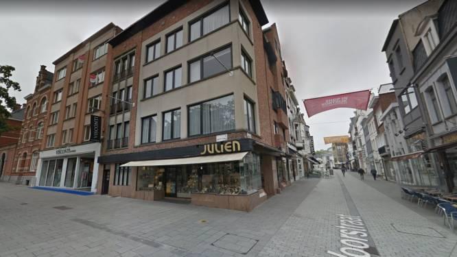 """Persoon doet behoefte in winkelstraten in Kortrijk: """"Walgelijk en laag bij de grond"""""""
