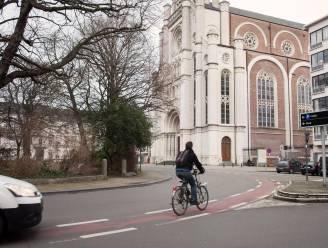 Zwalpende fietser met 2,3 promille in het bloed botst op politiecontrole