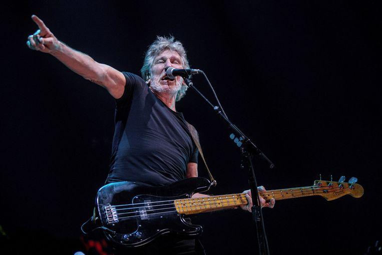 Roger Waters tijdens de show in Barcelona . Beeld EPA