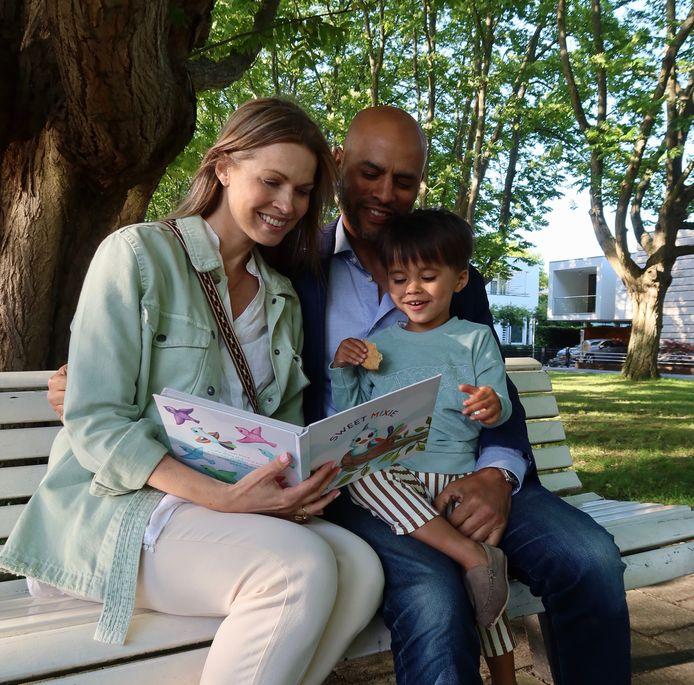 Evelyne samen met haar man Damion en zoontje Dane.