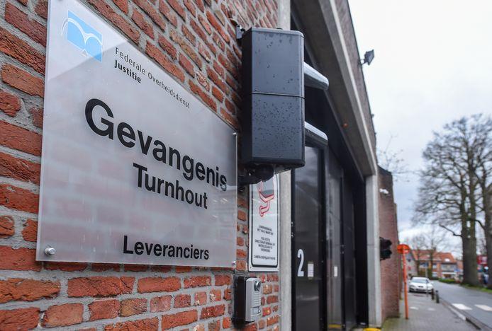 In totaal testten negen gedetineerden positief, van wie één in de gevangenis van Bergen, vier in Turnhout, één in Vorst, twee in Namen en één in Marneffe.